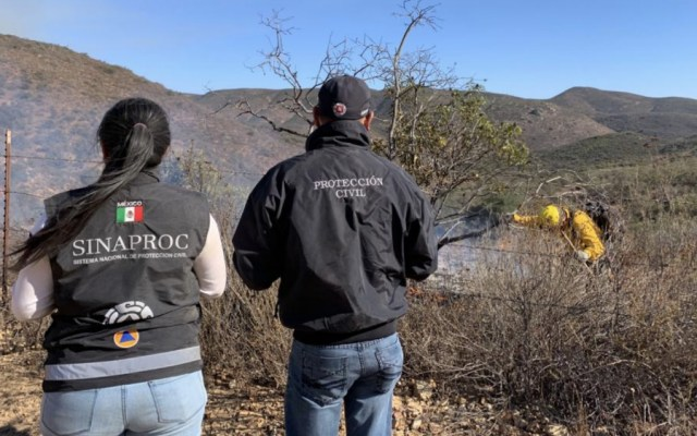 Continúa combate en dos incendios activos en Baja California - Foto de @CNPC_MX