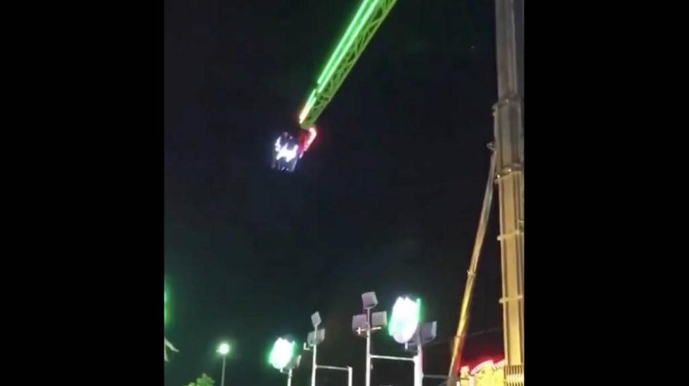#Video Falla en juego mecánico deja a personas suspendidas en el aire - Juego mecánico falla Sinaloa