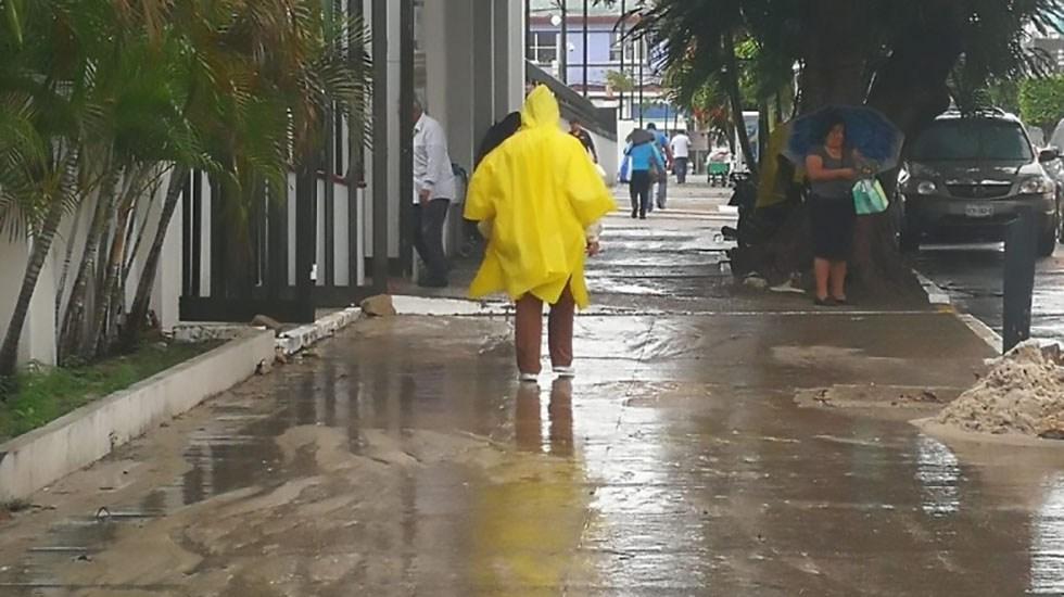 Alerta Gris en Veracruz y suspensión de clases en Tamaulipas por Frente Frío 12 - Lluvias en Coatzacoalcos, Veracruz. Foto de El Informativo de Xalapa