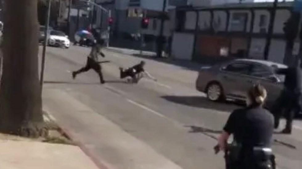 #Video Abaten a hombre que agredió con machete a policía de Los Angeles - Agreden con machete a policía de Los Angeles