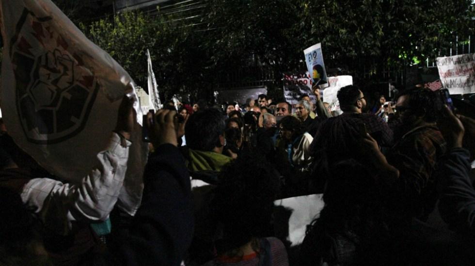 Manifiestan apoyo a Evo Morales en embajada de Bolivia en México - Foto de Notimex