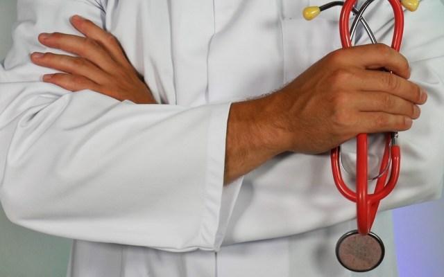 Médicos en el mundo sufren de agotamiento - Médico doctor