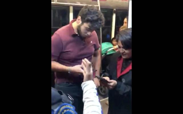 #Video Bajan a joven de Metrobús por viajar en espacio exclusivo para mujeres - Metrobús Coyoacán mujer joven lado mujeres