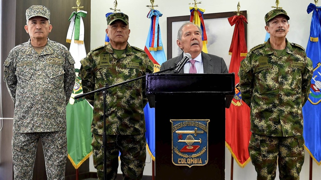 Renuncia ministro de Defensa de Colombia tras escándalo por muerte de menores - Ministro Defensa Colombia Guillermo Botero