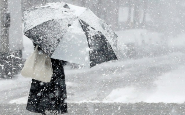 Intensa nevada podría afectar vuelos en Día de Acción de Gracias - Foto de EFE