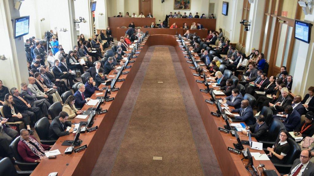"""OEA pide respetar el proceso electoral en EE.UU. sin """"especulaciones dañinas"""" - Pleno de la Organización de Estados Americanos. Foto de @OEA_oficial"""