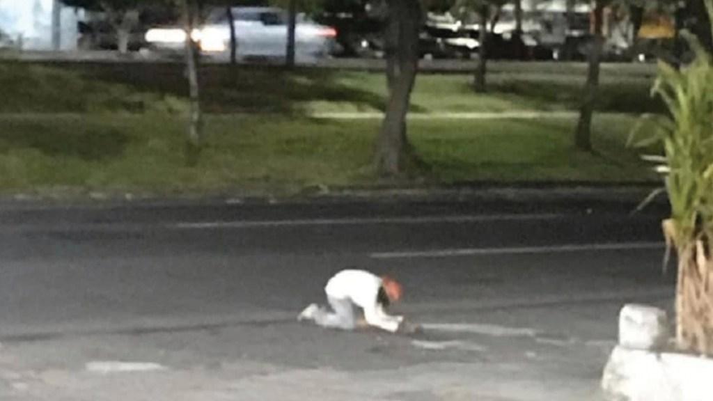 Hombre llora por su perro atropellado - Foto de Facebook