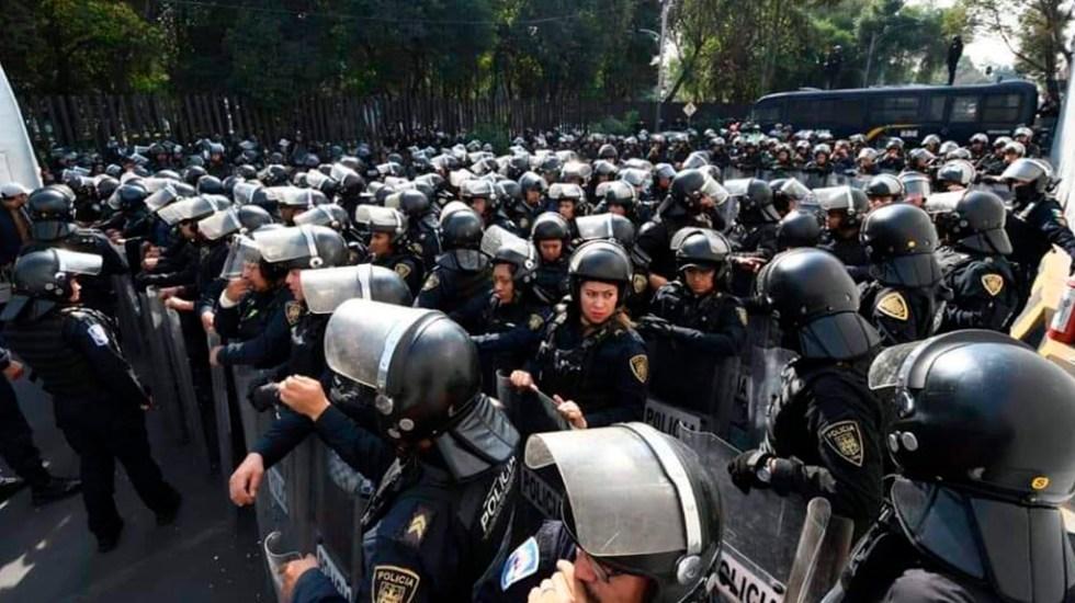 Policías encapsulan a campesinos en San Lázaro; impedirán que se movilicen a Expo Santa Fe - Policías en San Lázaro. Foto de @LauraBruges