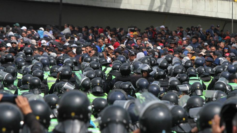 Enfrentamiento con policías federales deja 32 agentes capitalinos heridos - Foto de Notimex