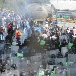 Protesta de Policías Federales en inmediaciones del AICM - 91112139. Ciudad de México, 12 Nov 2019 (Notimex-Ernesto Alvarez).- Elementos de la secretaria de seguridad ciudadana dispersaron con gas lacrimógeno a miembros  inconformes de la Policía Federal que se manifiestan en la entrada del Aeropuerto Internacional de la Ciudad de México. Ciudad de México, 12 de noviembre de 2019. NOTIMEX/FOTO/ERNESTO ALAVAREZ/EAA/WAR