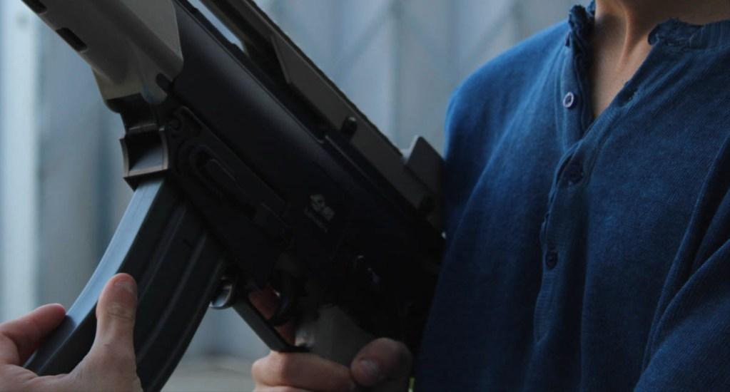 Pandemia puede impulsar totalitarismos y crimen organizado en América Latina - Rifle de asalto violencia crimen organizado