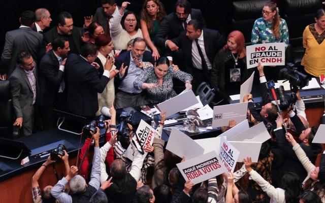 Entre jaloneos y gritos de fraude, Rosario Piedra rinde protesta como presidenta de la CNDH - rosario piedra