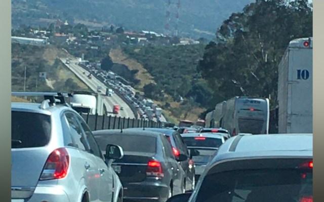 Accidente de tráiler bloquea la México-Querétaro en dirección a la CDMX - Tráfico en la México-Querétaro