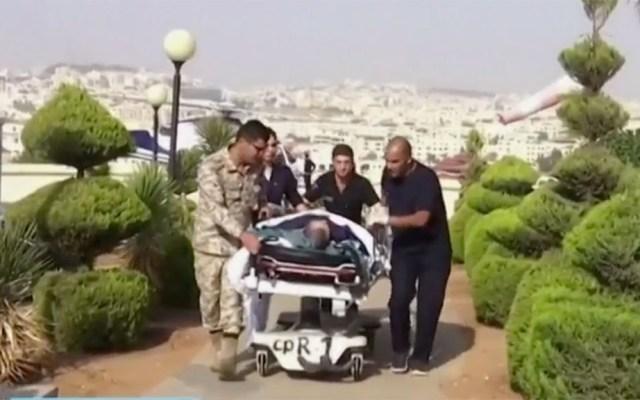 Turistas agredidos en Jordania regresarían a México en dos semanas, señala embajador - Traslado de hombre herido en Jerash a un hospital en Ammán. Captura de pantalla / Noticieros Televisa