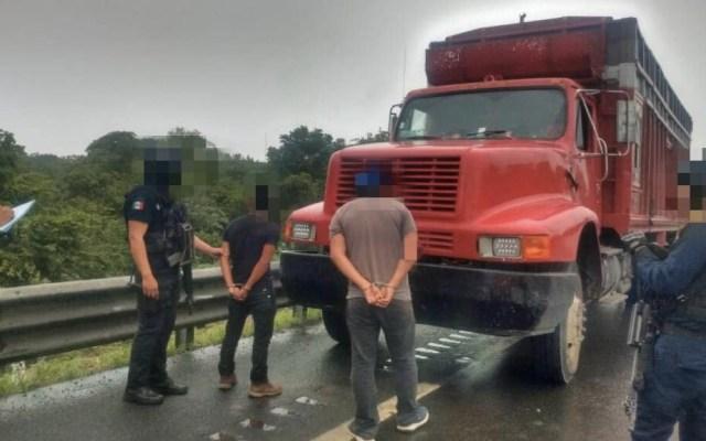 Rescatan a 100 migrantes en Veracruz; hay dos detenidos - Veracruz migrantes rescate policías
