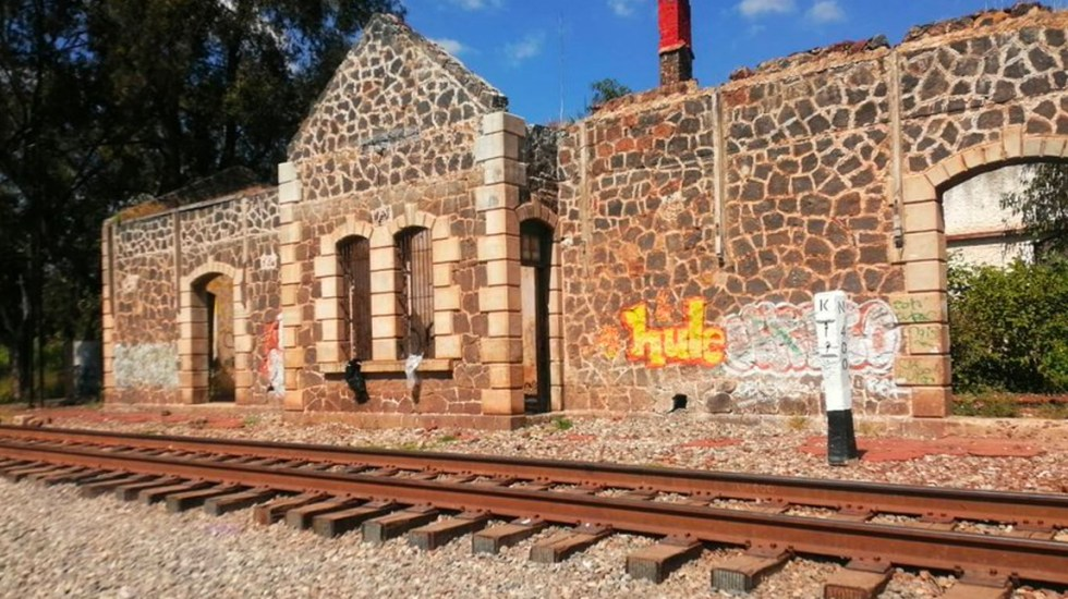 Normalistas liberan vías del tren en Michoacán tras diálogo con la Segob - Liberan vías del tren en Michoacán