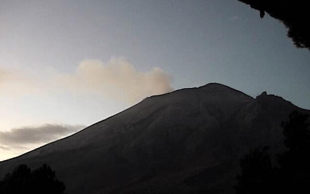 Volcán Popocatépetl emite 179 exhalaciones en las últimas 24 horas - Foto de Cenapred