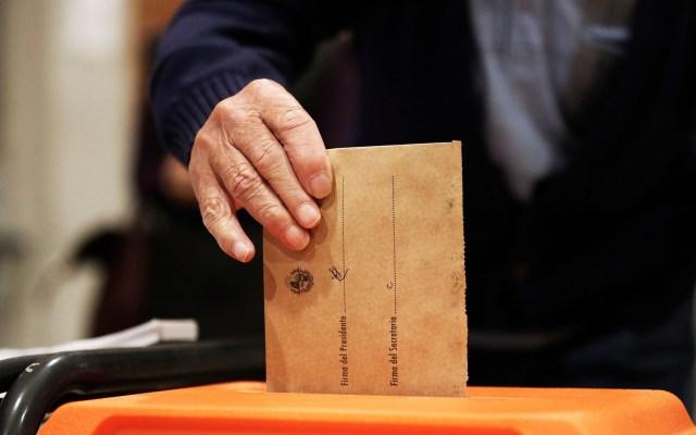 Uruguay vive segunda vuelta electoral para elegir presidente - Voto en Uruguay. Foto de EFE