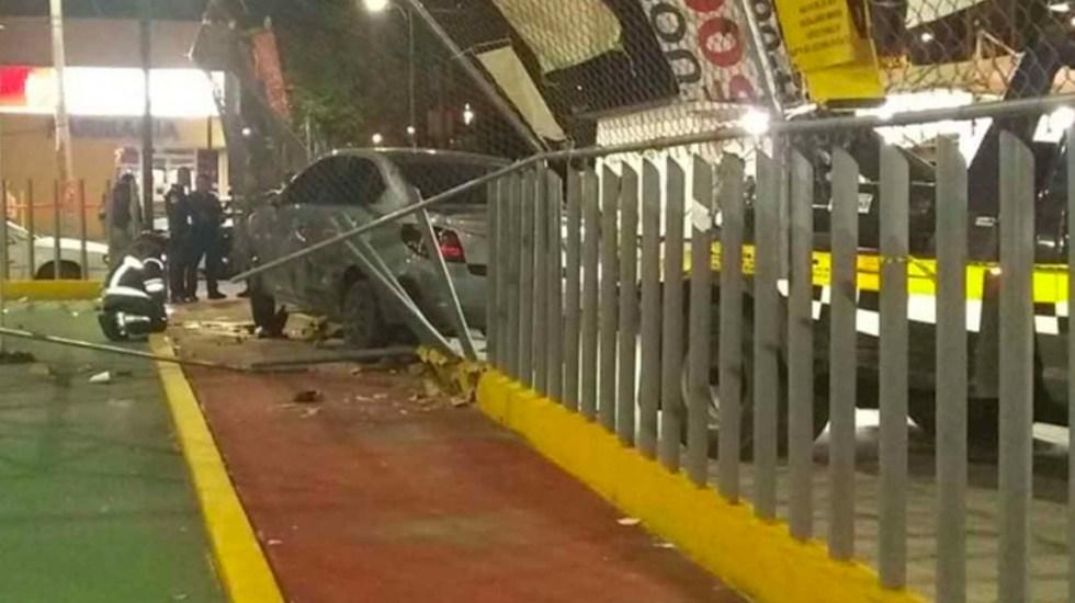 Conductor vuelca y atropella a hombre que cenaba tacos en Iztacalco - Vuelca conductor en la Agrícola Oriental