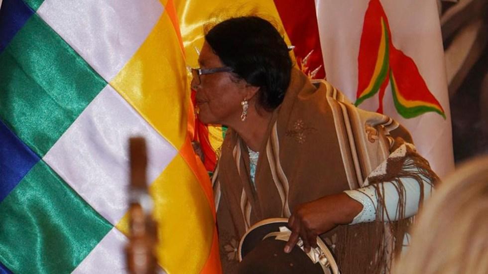 Gobierno de Bolivia introduce nuevos símbolos en actos oficiales - whipala Bolivia