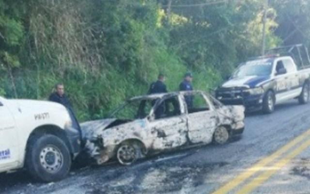 Civiles armados bloquean y queman vehículos en carretera de Acapulco - acapulco