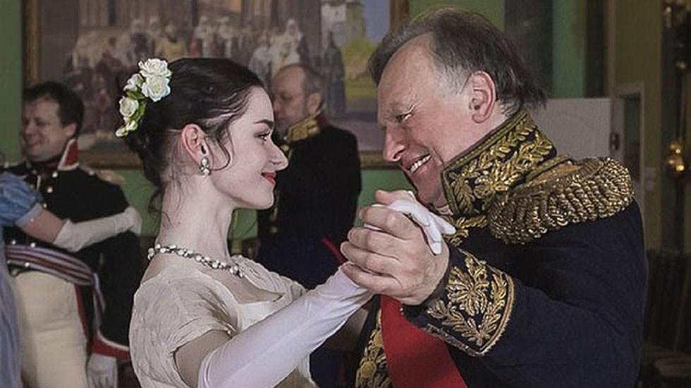 Reconocido historiador ruso descuartiza a su novia - Historiador ruso con la joven que era su novia y había sido su alumna. Foto de VK.com