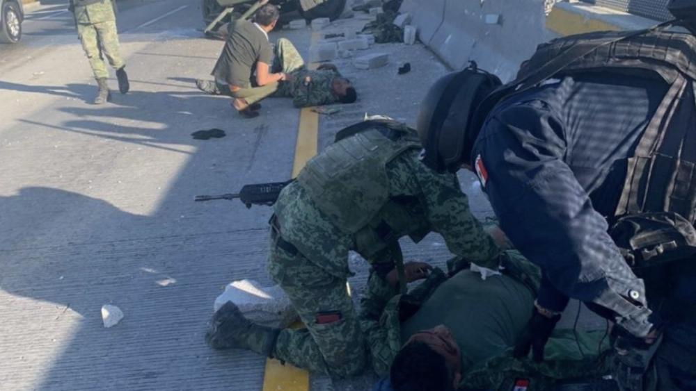 Vuelca camión con militares en Amozoc, Puebla - Foto de @Antoniodemarcel