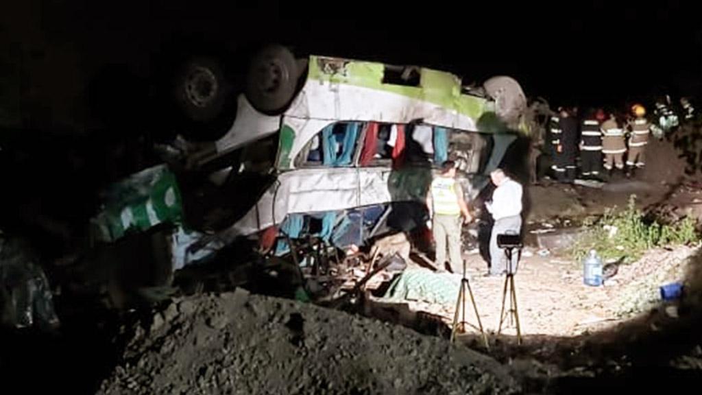 Caída de autobús a barranco en Chile deja al menos 20 muertos - Caída de autobús a barranco en Chile. Foto de @wuiliams68