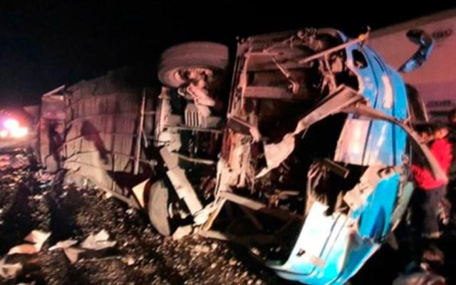 Choque y volcadura de camión en Chihuahua deja 12 muertos - Camión volcado en Chihuahua. Foto de Opinión Sonora