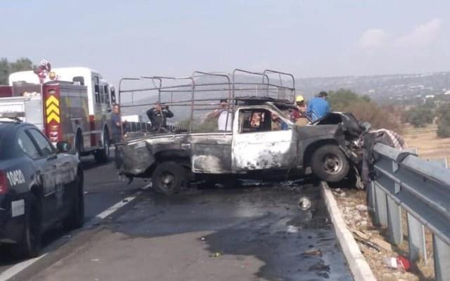 Choque de tráiler contra camioneta de peregrinos deja al menos tres heridos graves - Foto de @NotaRojaEdomex