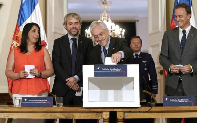 Piñera convoca plebiscito constitucional en Chile para el 26 de abril - Foto de EFE