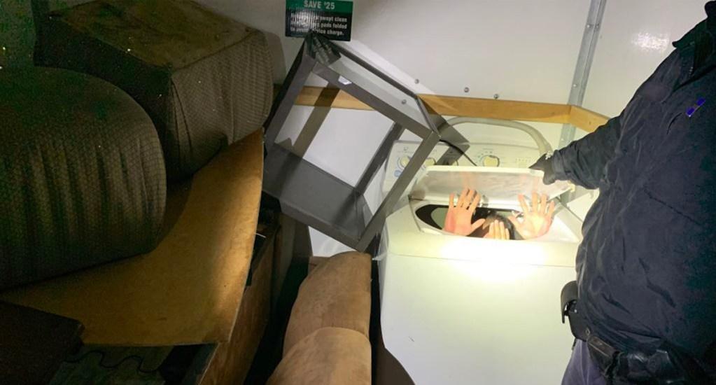 Patrulla Fronteriza descubre a 11 chinos escondidos en muebles - Chinos intentan entrar a Estados Unidos escondidos en muebles