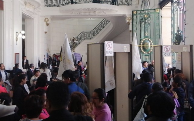 Asamblea de Barrios da 'portazo' en Congreso de la Ciudad de México - Foto de @Chivitron