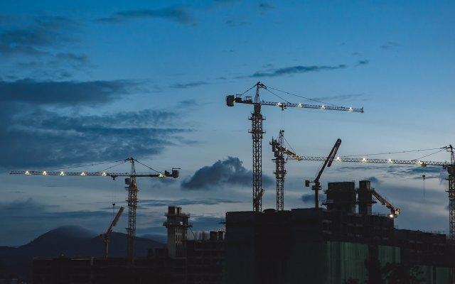 En caída libre la construcción en México; está por debajo de su nivel de hace un año - Aspectos de una construcción. Foto de EJ Yao para Unsplash.