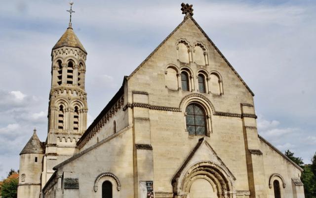 Hospitalizan por intoxicación a una veintena de asistentes a misa de Navidad en Francia - Église Saint-Éloi. Foto de Pierre Bastien / Google.