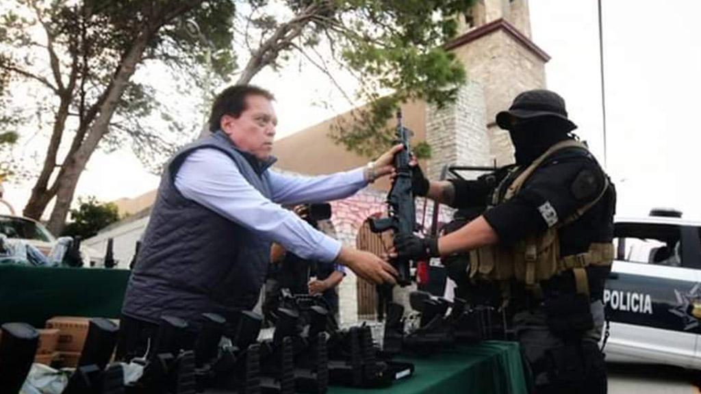Entrega de armamento a policías de Villa Unión. Foto de @FGECoahuila