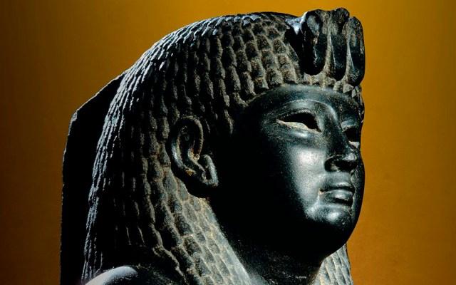 Tumbas de personajes ricos reavivan el sueño de encontrar a Cleopatra - Estatua de basalto de la reina Cleopatra. SANDRO VANNINI / CORBIS / CORDON PRESS / NATIONAL GEOGRAPHIC