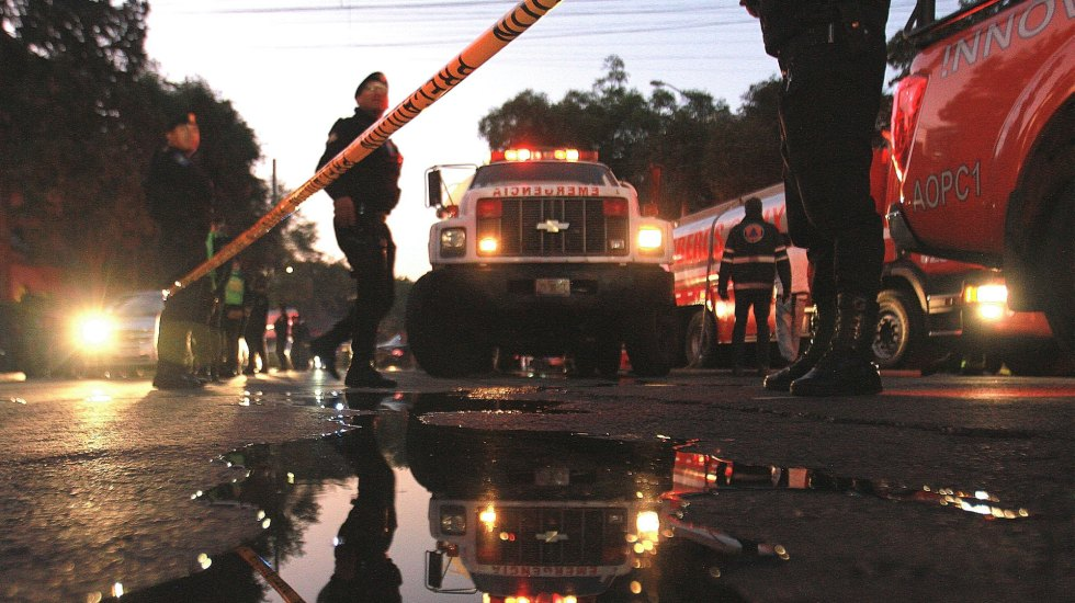 Controlan fuga de gas en la Anzures; dos bomberos resultaron intoxicados - fuga de pipa de gas