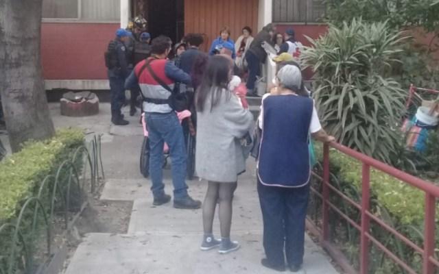 Mueren dos personas y un perro por inhalación de gas en Tlatelolco - Foto de @vialhermes
