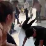 #Video Campesinos agreden a activistas LGBTI en Bellas Artes tras protesta por pintura de Zapata