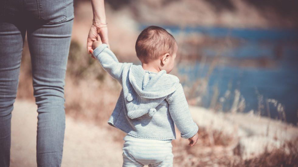 Siete consejos para ayudar en Navidad a los niños cuyos padres se están divorciando - Photo by Guillaume de Germain on Unsplash