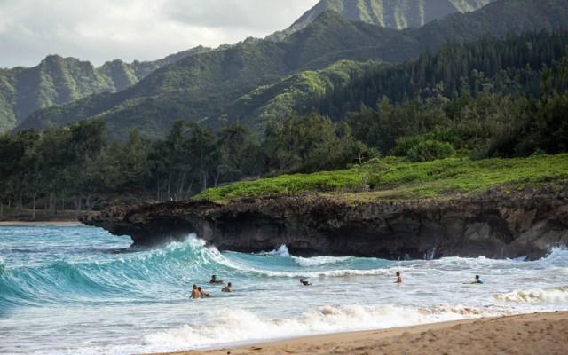 Hallan restos de helicóptero desaparecido en Hawaii - Hawaii playa mar