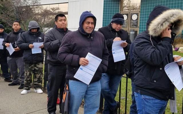 Migrantes retan al frío para solicitar licencias de conducir en Nueva York - Migrantes pasan frío para solicitar licencias de conducir en Nueva York