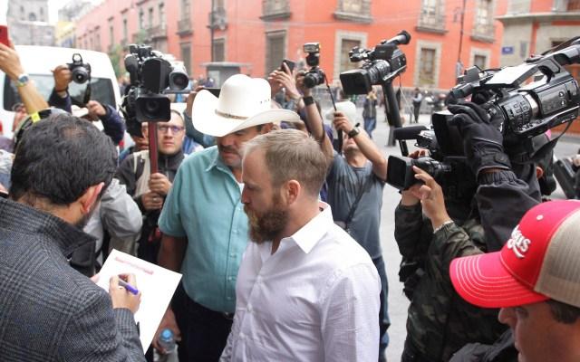 """""""Queremos respuestas de quiénes lo hicieron"""", señala familia LeBarón - Ingreso de familias LeBarón y Langford a Palacio Nacional. Foto de Notimex"""