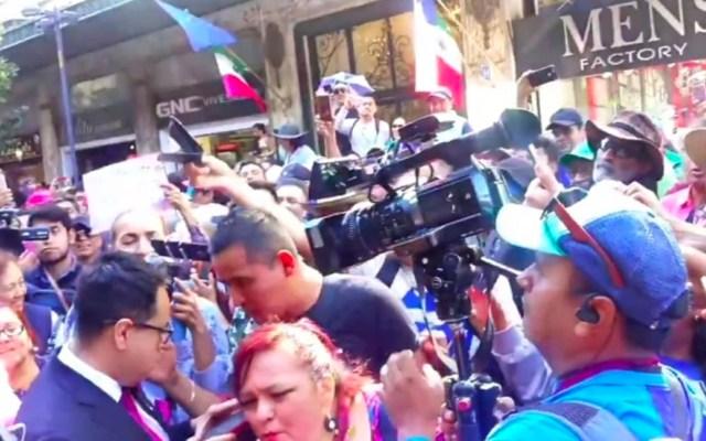 #Video Agreden a reportero Irving Pineda durante informe de López Obrador - Agresión a reportero Irving Pineda.