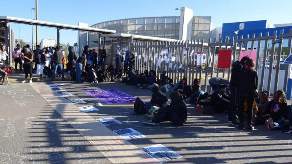 Manifestación afuera de UG Campus San Carlos. Foto de Zona Franca