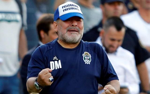 #Video Maradona sufre caída durante partido de Esgrima vs Central Córdova - Madona