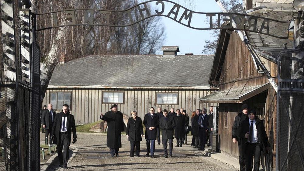 Merkel tras primera visita a Auschwitz — Siento profunda vergüenza