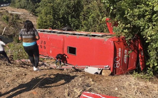 Vuelca autobús en la México-Tuxpan, hay 20 lesionados - México-Tuxpan autobús pasajeros accidente
