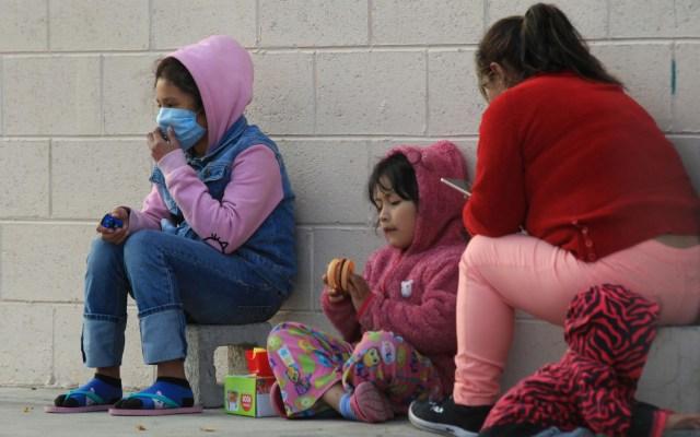 Brote de varicela afecta en Ciudad Juárez a 72 migrantes - Migrantes en el Albergue Federal 'Leona Vicario' de Ciudad Juárez, Chihuahua. Foto de EFE